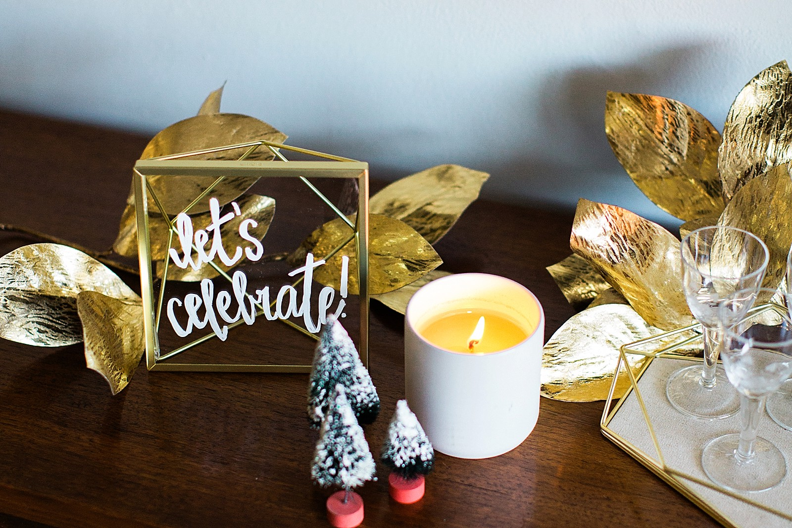 umbra-diana-elizabeth-modern-glam-christmas-decor-gift-giving-frame-ideas-2977