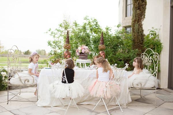 Storybook tea party diana elizabeth - Centros de mesa para primera comunion originales ...