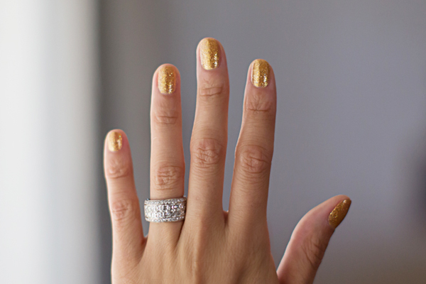 opi-gold-glitter-polish1