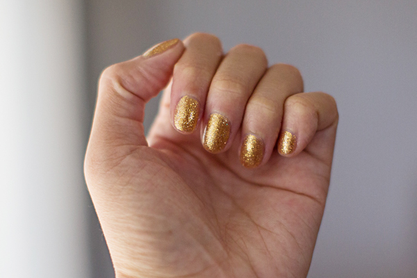 opi-gold-glitter-polish2