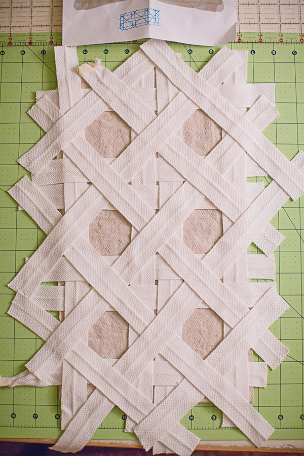 hole-to-hole-caning-pillow-pattern002
