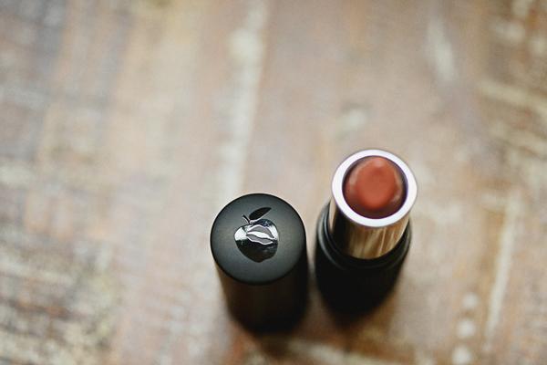 gluten-free-paraben-free-makeup-lipgloss-eyesshadow-lipstick-red-apple-lipstick005