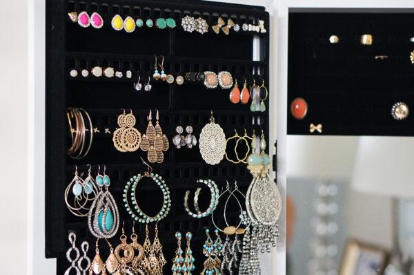 over-the-door-closet-jewelry-organizer-blogger-fashion-lifestyle-113
