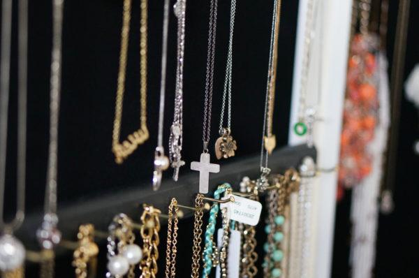over-the-door-closet-jewelry-organizer-blogger-fashion-lifestyle-114