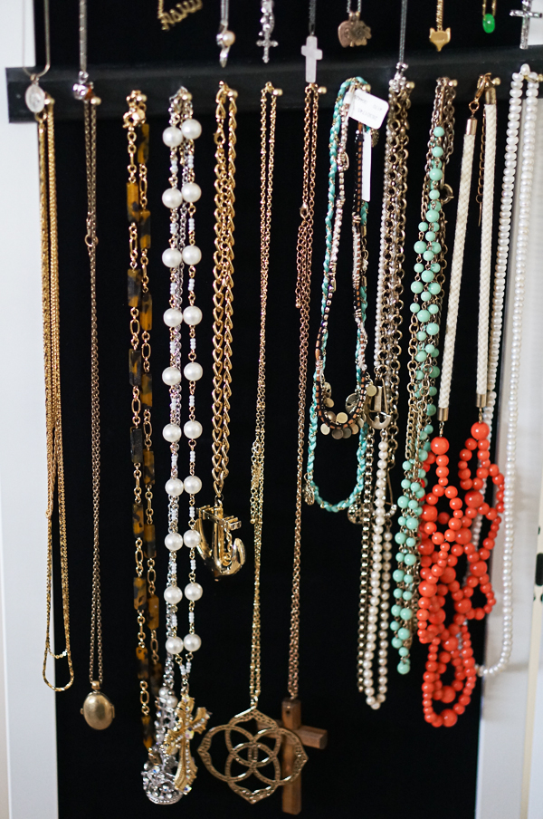 over-the-door-closet-jewelry-organizer-blogger-fashion-lifestyle-115