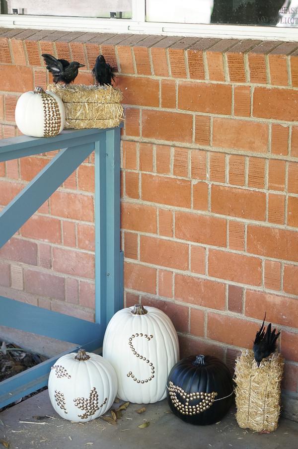 pumpkin-halloween-decoration-DIY-nailhead-upholstery-nails-pumpkin-thanksgiving-decor-008