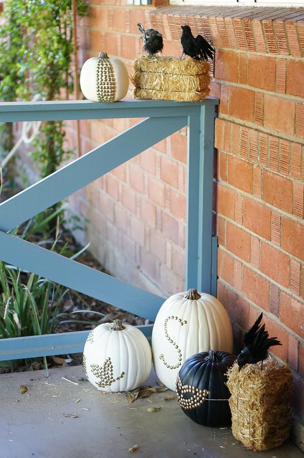 pumpkin-halloween-decoration-DIY-nailhead-upholstery-nails-pumpkin-thanksgiving-decor-009