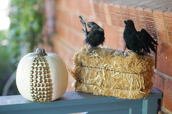pumpkin-halloween-decoration-DIY-nailhead-upholstery-nails-pumpkin-thanksgiving-decor-010