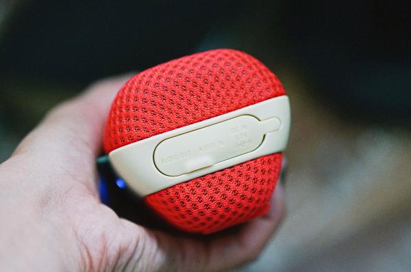sony-wireless-bluetooth-speakers-splashproof-225