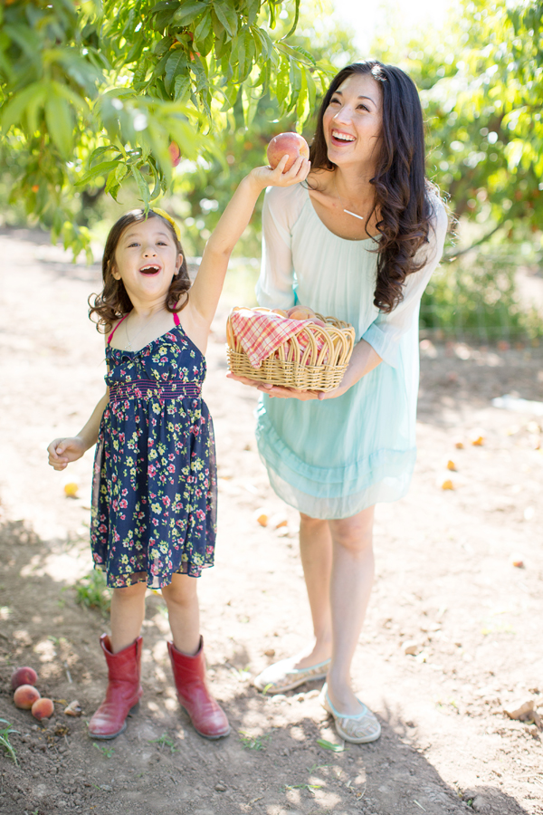 schnepf-farms-peach-orchard-fruit-shoot-picking-diana-elizabeth-photography-015