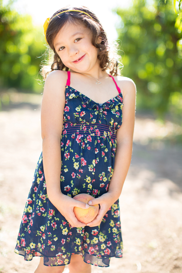 schnepf-farms-peach-orchard-fruit-shoot-picking-diana-elizabeth-photography-023