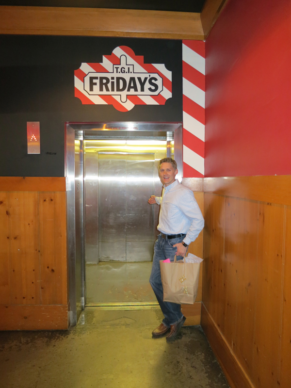 tgifridays-front-row-phoenix-food-blogger-new-menu-tasting-downtown-elevator