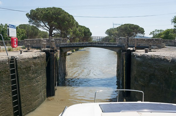 le-boat-canal-du-midi-french-boating-france-south-of-france-streets-travel-blogger-writer-journalist-press-tour-international-travel-diana-elizabeth-american-french-vacation-french-riviera-140