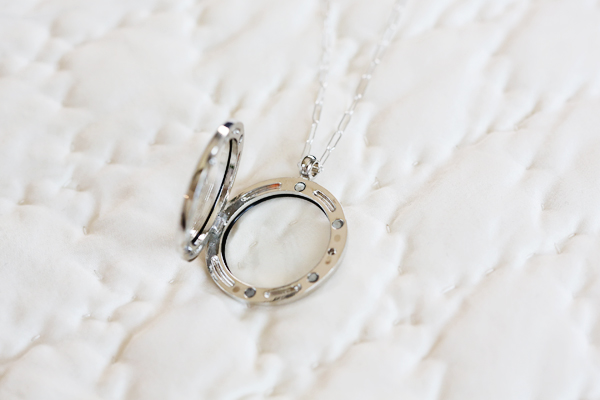 glass-locket-uncommon-goods-2