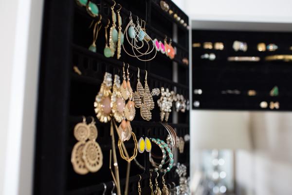 over-the-door-best-jewelry-organizer-case-closet-lifestyle-blogger-117