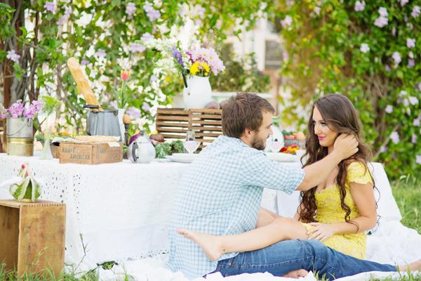 diana-elizabeth-portrait-couple-engagement-ideas-photography-posing-ideas-angela-saban-design-farm-shoot-gilbert-arizona-couture-farm-rent-the-runway-chickens-goats-018