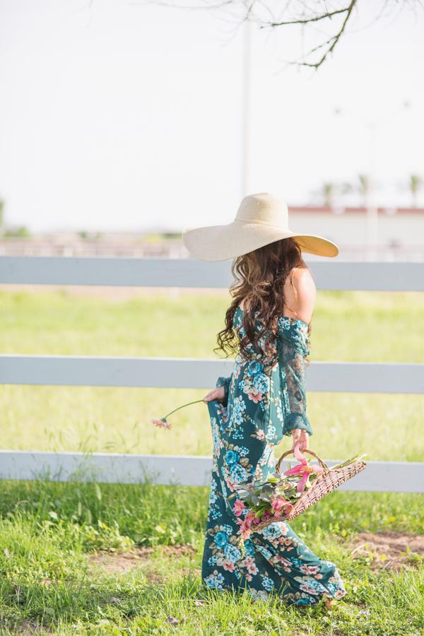 diana-elizabeth-portrait-couple-engagement-ideas-photography-posing-ideas-angela-saban-design-farm-shoot-gilbert-arizona-couture-farm-rent-the-runway-chickens-goats-032