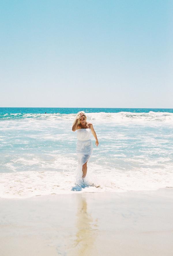 sandcastles-beach-sunshine-film-fuji-400h-diana-elizabeth-photography-newport-beach-gunn-swain-blanket002