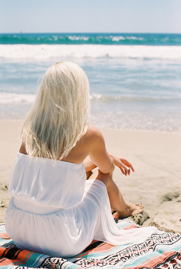 sandcastles-beach-sunshine-film-fuji-400h-diana-elizabeth-photography-newport-beach-gunn-swain-blanket005