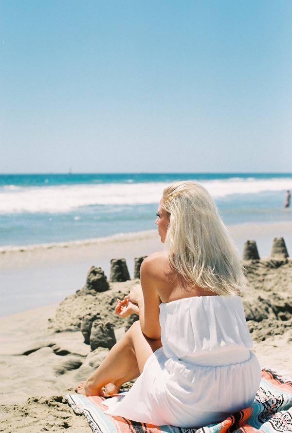 sandcastles-beach-sunshine-film-fuji-400h-diana-elizabeth-photography-newport-beach-gunn-swain-blanket006