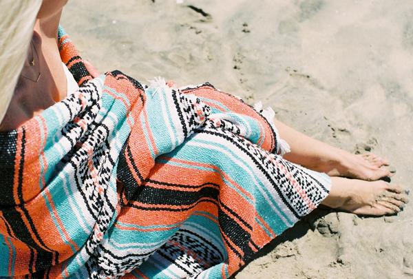 sandcastles-beach-sunshine-film-fuji-400h-diana-elizabeth-photography-newport-beach-gunn-swain-blanket008