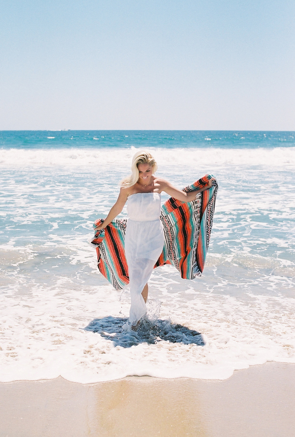 sandcastles-beach-sunshine-film-fuji-400h-diana-elizabeth-photography-newport-beach-gunn-swain-blanket013