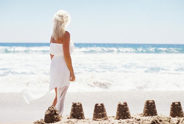 sandcastles-beach-sunshine-film-fuji-400h-diana-elizabeth-photography-newport-beach-gunn-swain-blanket018