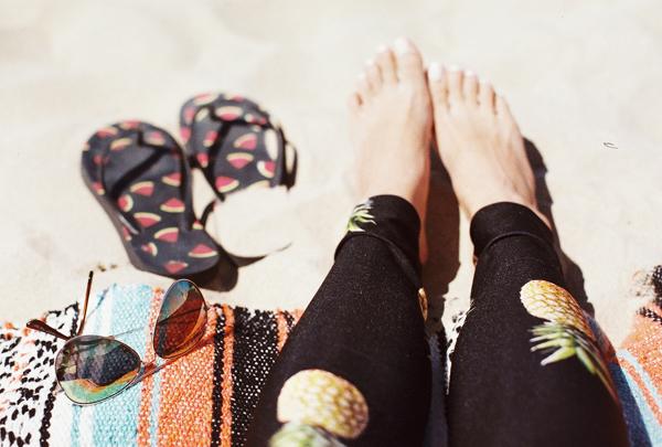 sandcastles-beach-sunshine-film-fuji-400h-diana-elizabeth-photography-newport-beach-gunn-swain-blanket023