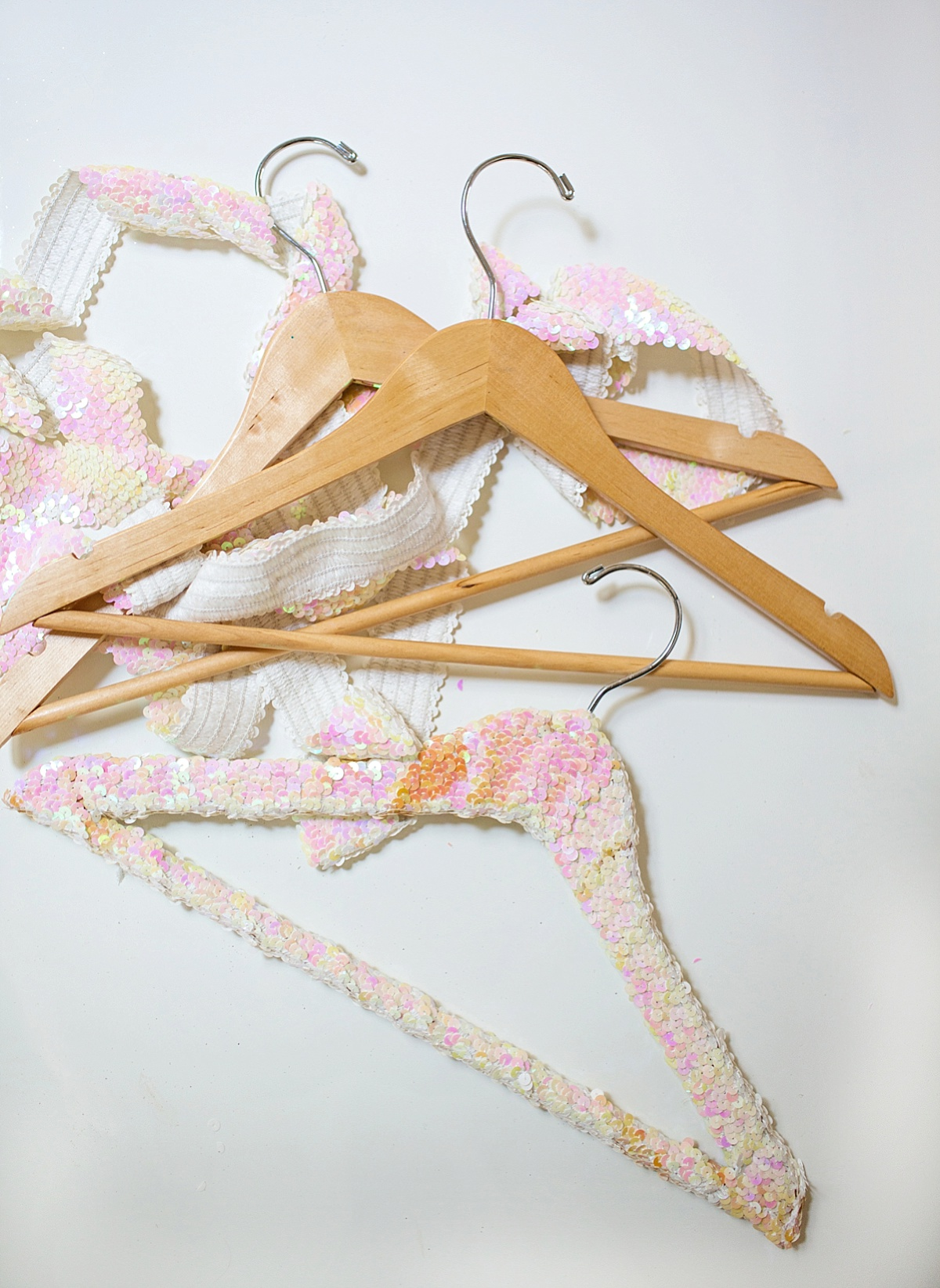 how-to-make-sequin-hanger-wood-diy-Diana-Elizabeth-Photography_0097