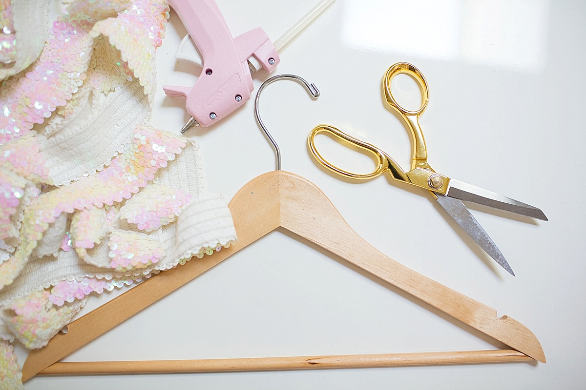 how-to-make-sequin-hanger-wood-diy-Diana-Elizabeth-Photography_0098
