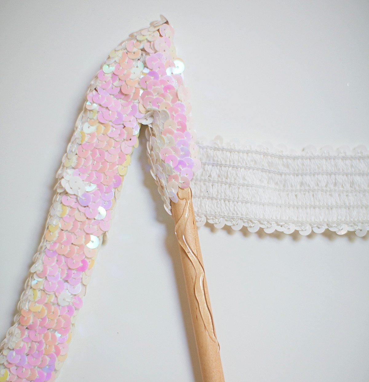 how-to-make-sequin-hanger-wood-diy-Diana-Elizabeth-Photography_0102