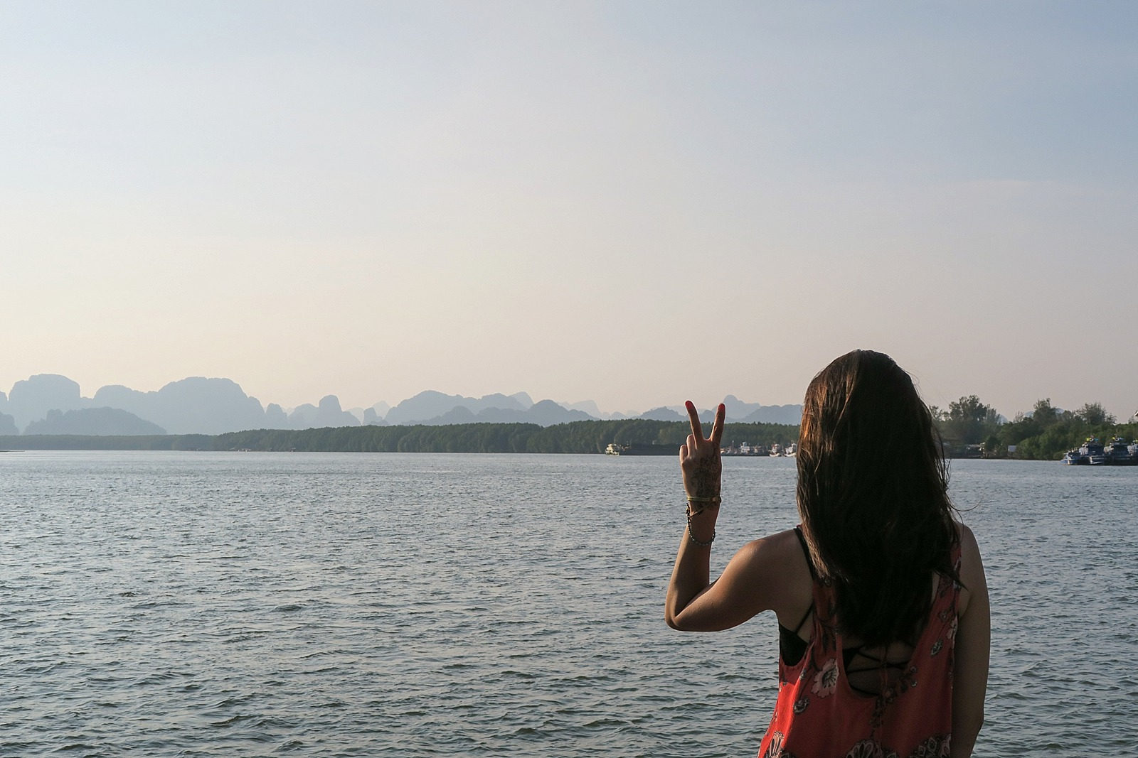 Diana elizabeth travel blogger silhouette peace sign Thailand phi phi islands in background