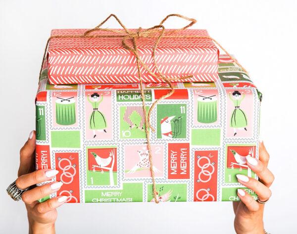 8 Savings + Organizing Tips to Take Back Holiday Shopping!
