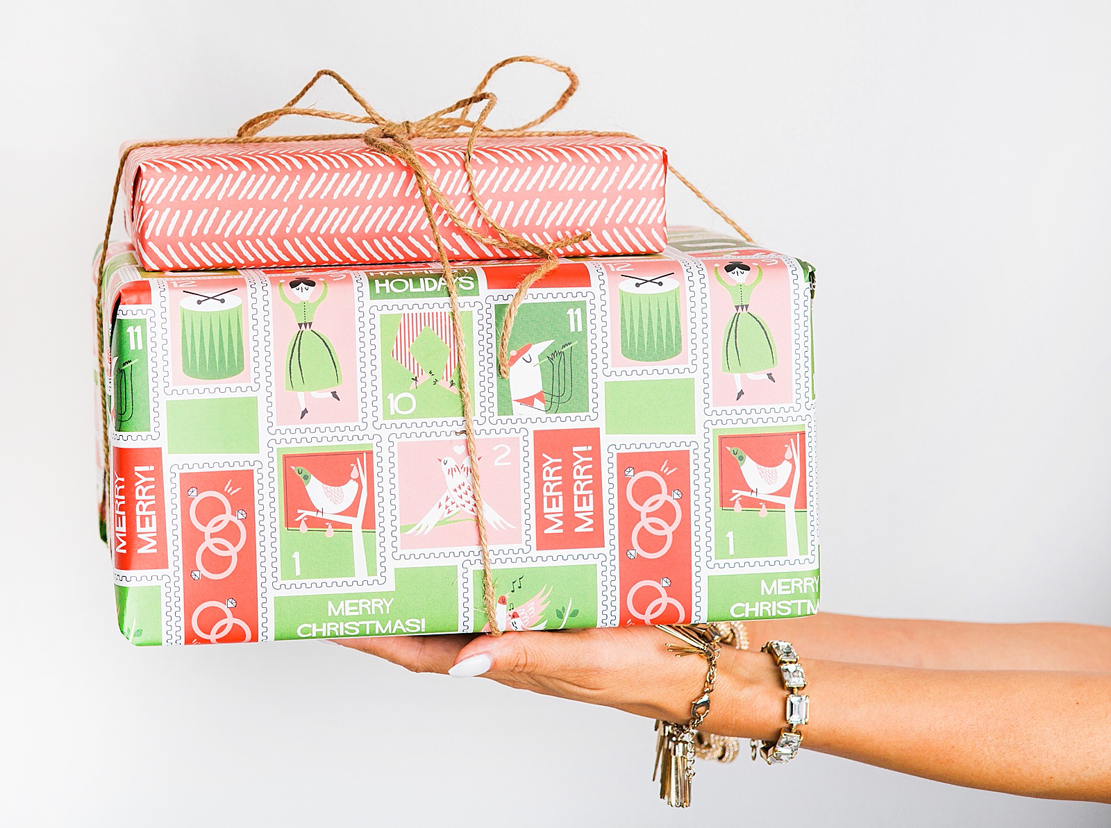 diana-elizabeth-blog-minted-custom-christmas-holiday-wrapping-paper-wurth-organizing-early-christmas-holiday-shopping-tips-2