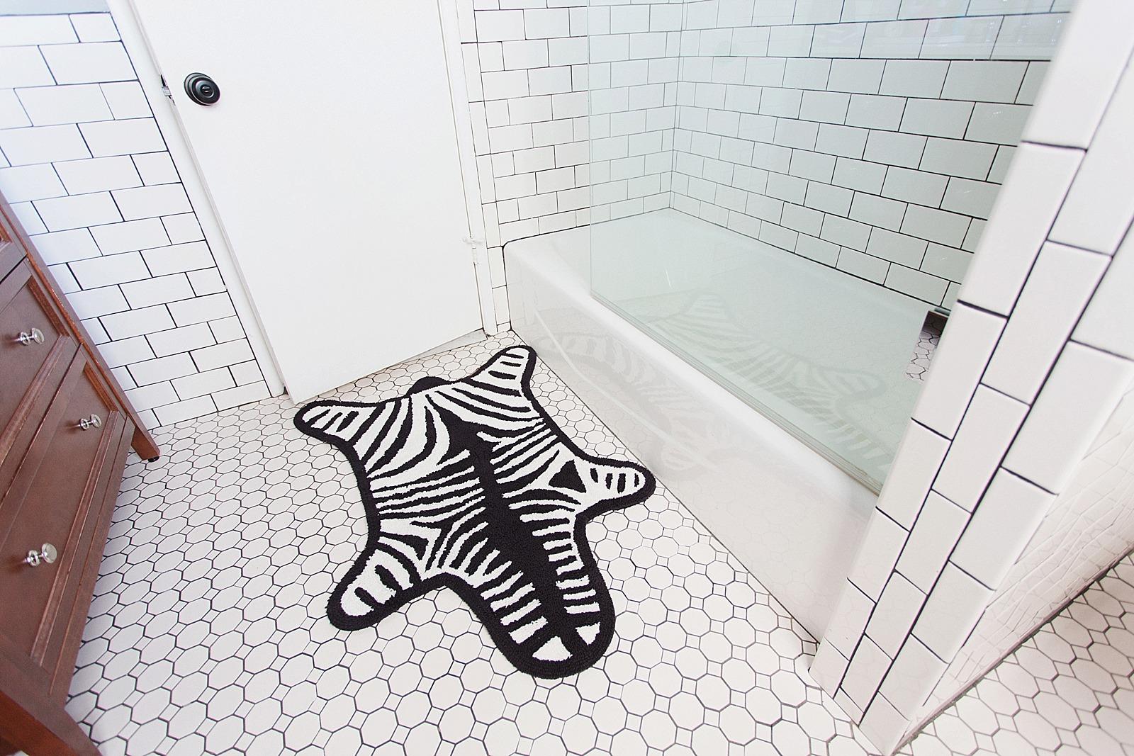 howchow-neiman-marcus-home-diana-elizabeth-blog-phoenix-arizona-lifestyle-blogger-home-bathroom-jonathan-adler-1041
