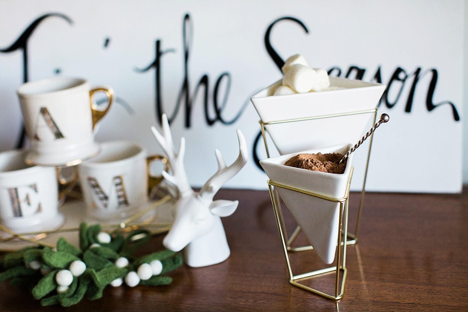 umbra-diana-elizabeth-modern-glam-christmas-decor-gift-giving-frame-ideas-3005