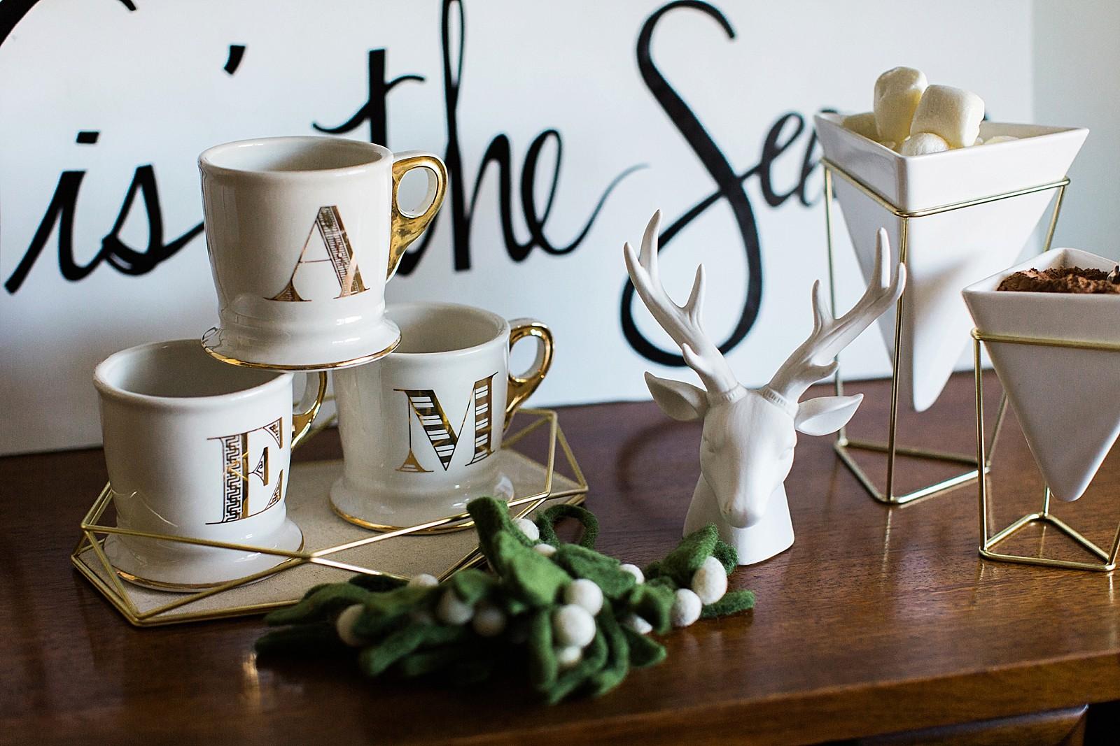umbra-diana-elizabeth-modern-glam-christmas-decor-gift-giving-frame-ideas-3006