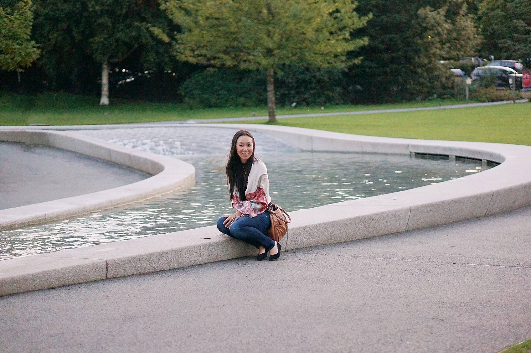 Blogger Diana Elizabeth sitting by Princess Diana fountain in London