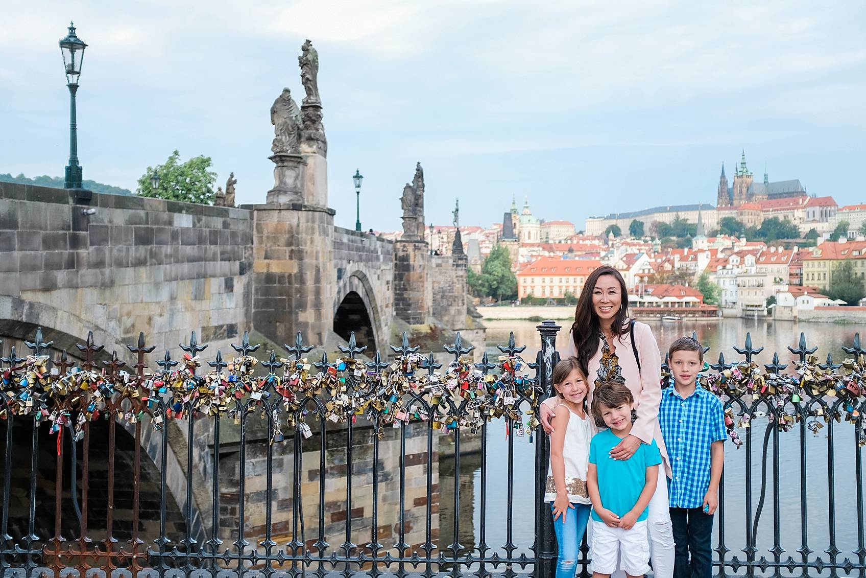 Diana Elizabeth lifestyle blogger in Prague on Charles bridge with kiddos