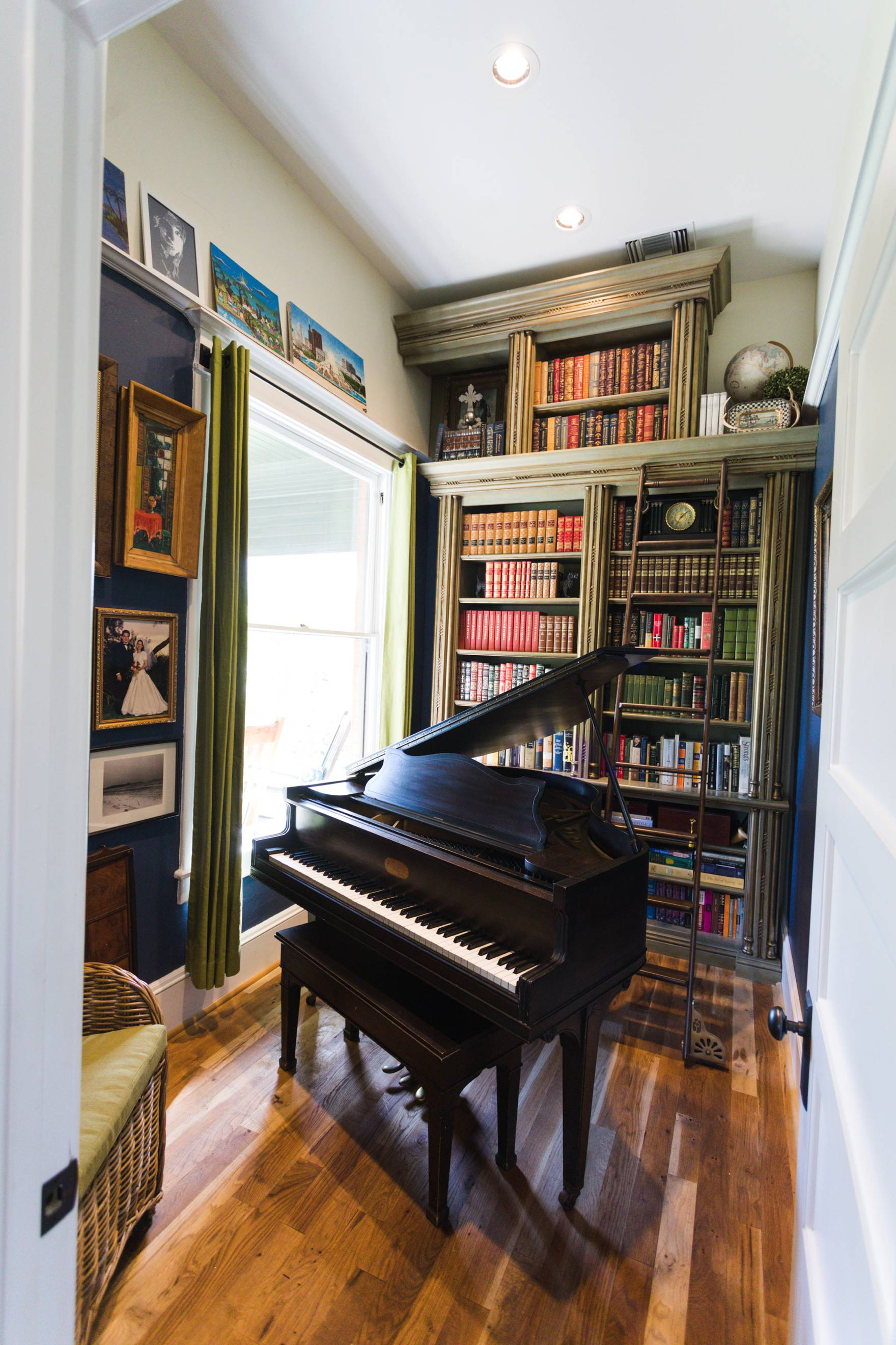 Home Tour of Boho Farm and Home in Downtown Phoenix - cottage brick style home from 1903 / reading room and piano room very Harry Potter like!