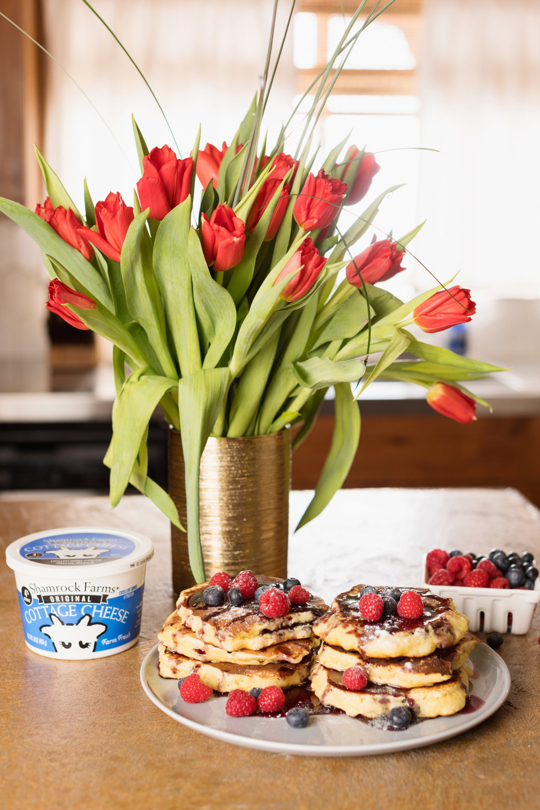 easy protein pancake recipe no protein powder use cottage cheese instead - so easy! Featuring shamrock Farms cottage cheese.