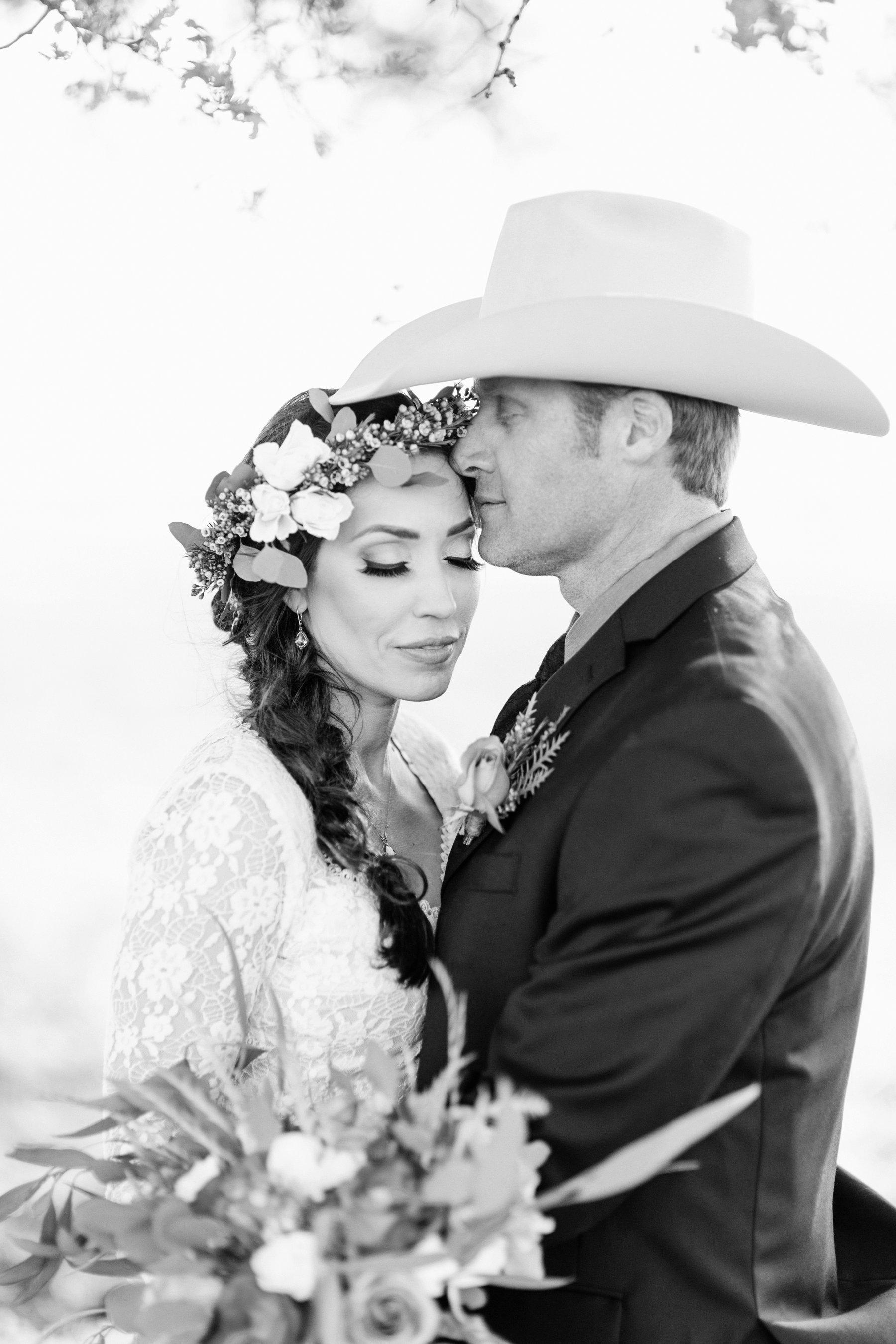 Cherokee / Oregon Gulch California // Cowboy wedding in northern california in open fields of flowers under an oak tree // Photography by Diana Elizabeth Photography www.dianaelizabeth.com