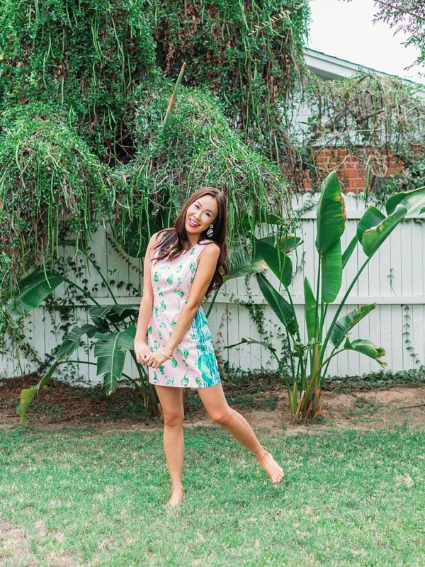 monkey print shift dress Lilly pulitzer LA STRETCH SHIFT DRESS on phoenix lifestyle blogger Diana Elizabeth in backyard tropical vibe barefoot