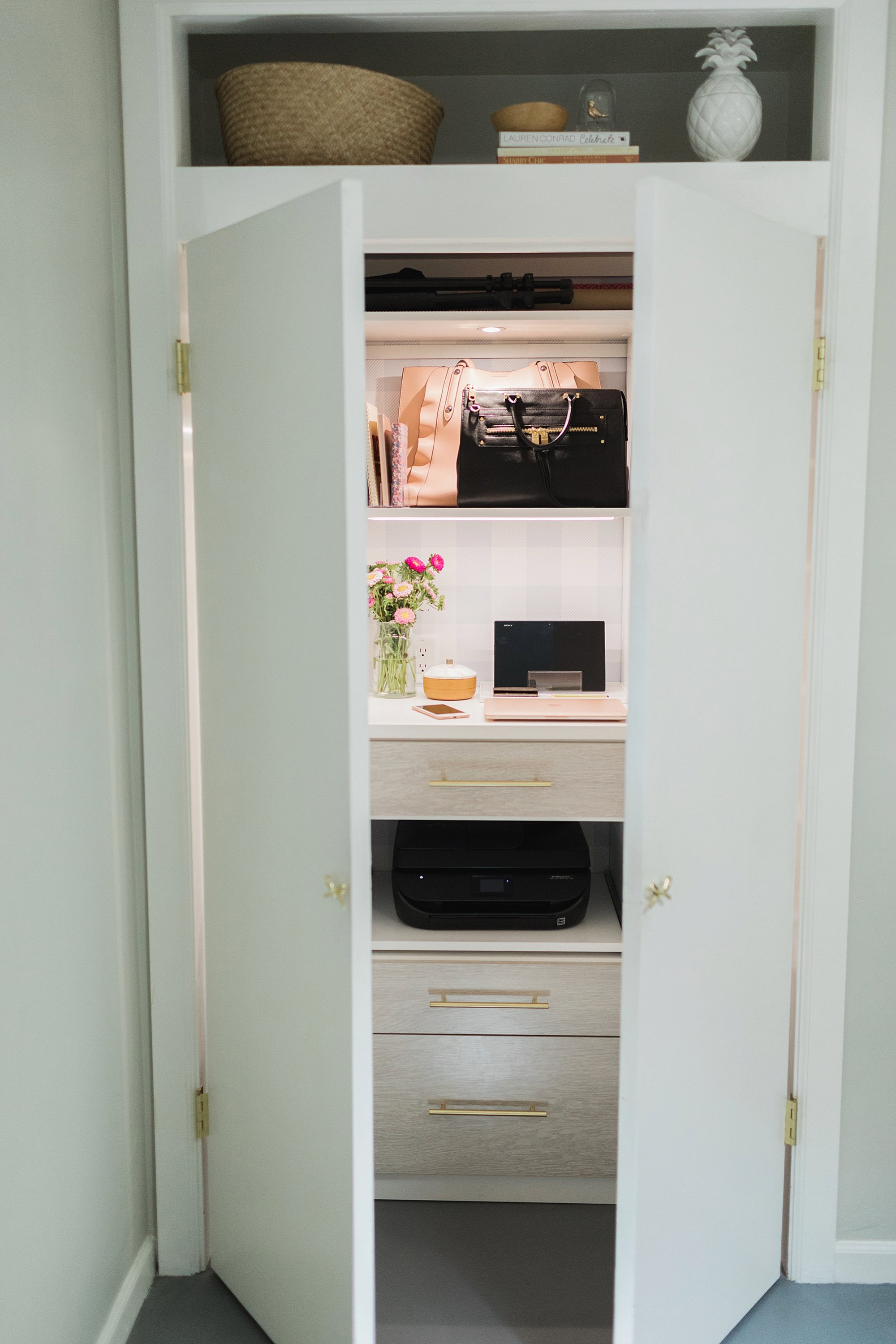office closet reveal belonging to photographer blogger Diana Elizabeth in phoenix arizona. created by California closets and with removable buffalo check wallpaper #office #homeoffice #organization
