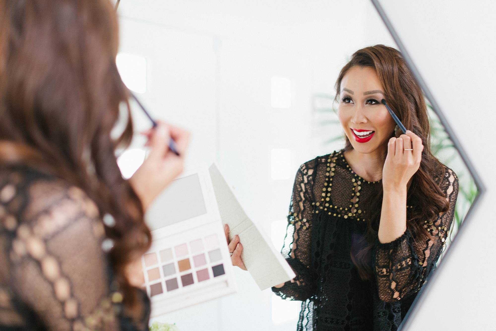 Lifestyle beauty blogger Diana Elizabeth using Beautycounter Limited Edition Holiday Necessary Neutrals Eyeshadow Palette 18 shadows a review