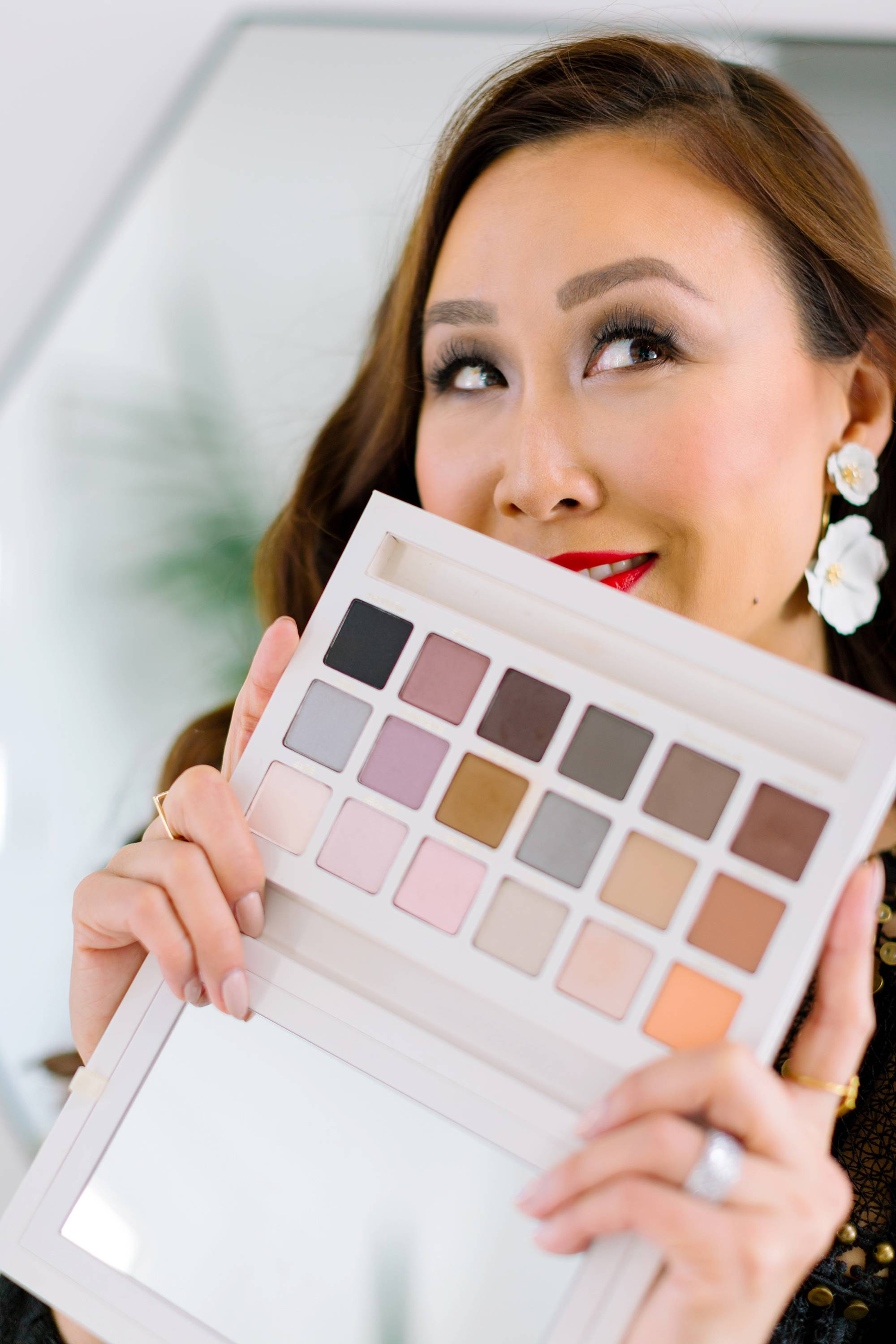Beautycounter Limited Edition Holiday Necessary Neutrals Eyeshadow Palette 18 shadows a review
