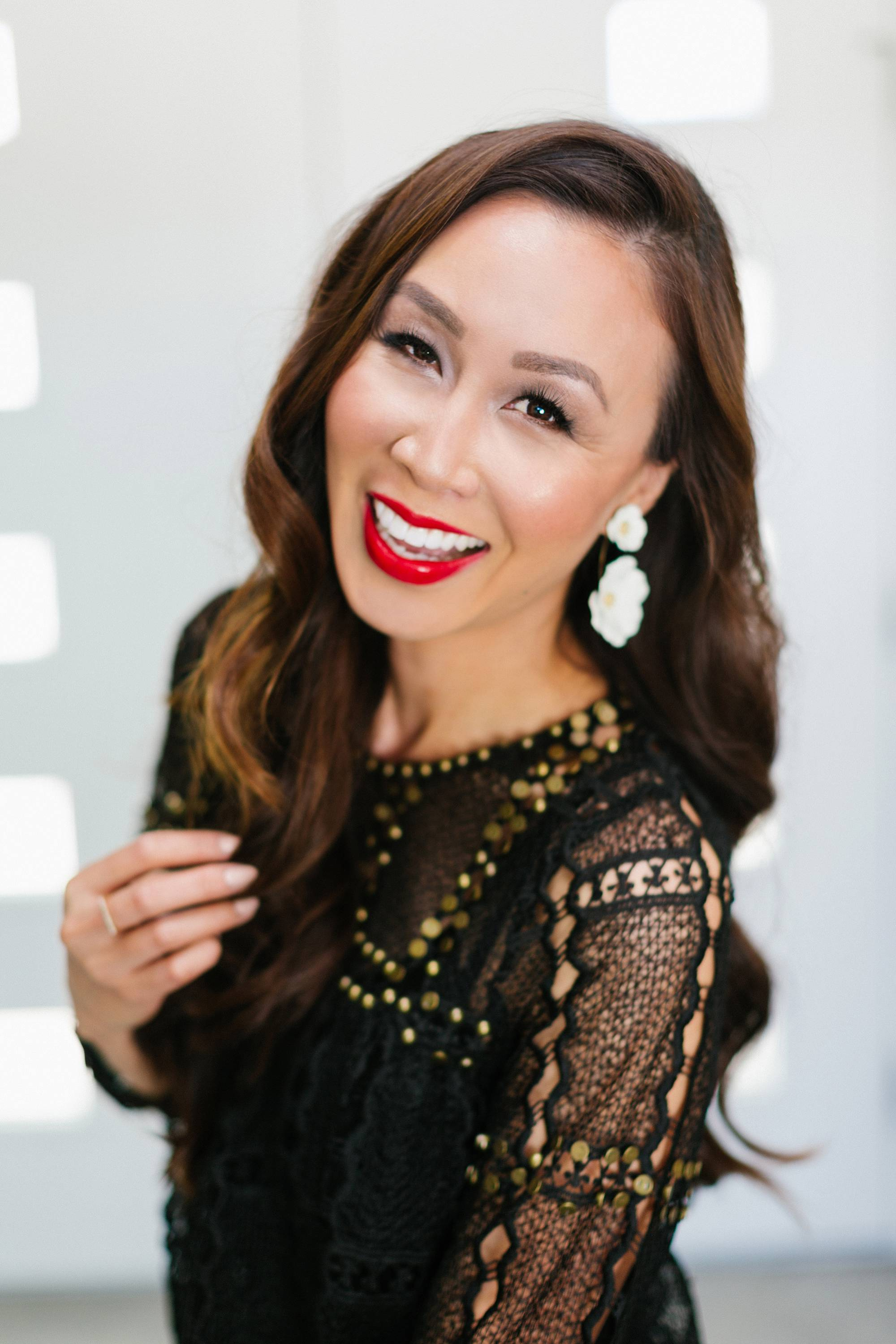 Holiday makeup style. Lifestyle beauty blogger Diana Elizabeth using Beautycounter Limited Edition Holiday Necessary Neutrals Eyeshadow Palette 18 shadows a review
