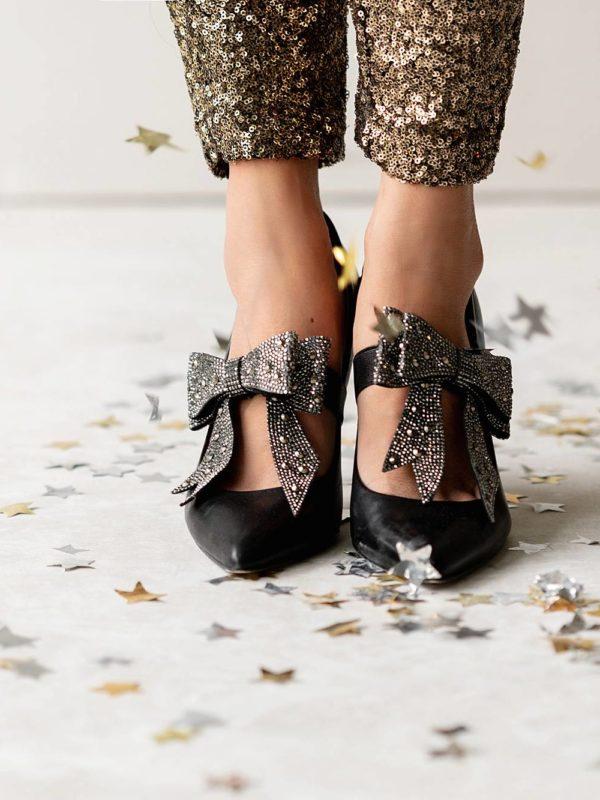 photo by Diana Elizabeth Blog www.dianaelizabethblog.com New Years shoe shot star confetti falling