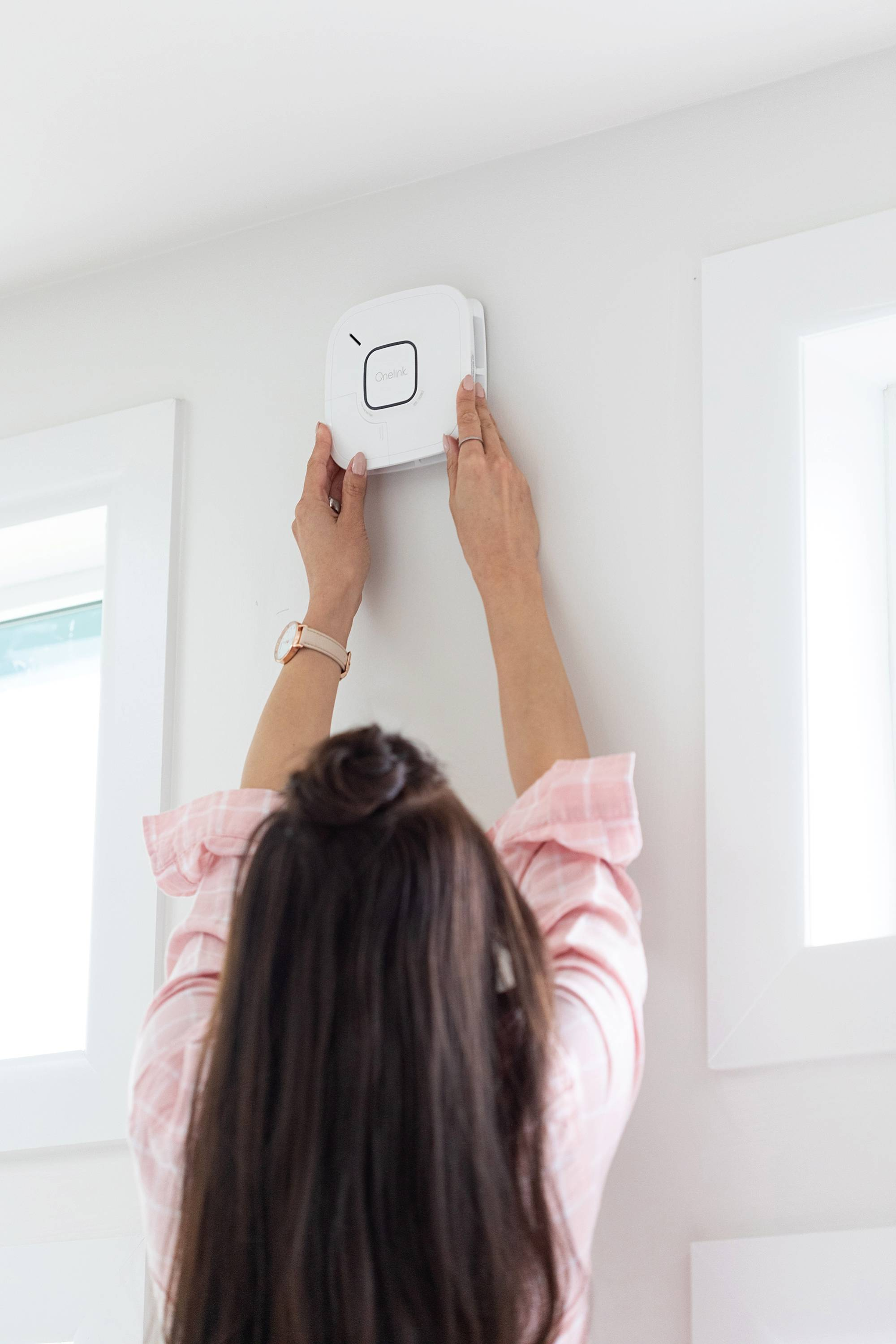 first alert smoke alarm battery operated