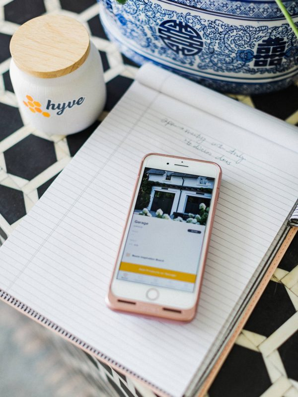 hyve app to help with home projects - it's an app where everyone can come together on the project - ideal for interior designer, DIYers, a great way to stay organized